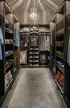 Masculine closet/Dressing Area