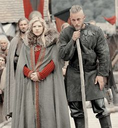 Travis Fimmel as Ragnar Lothbrok and Katheryn Winnick as Lagertha in Vikings