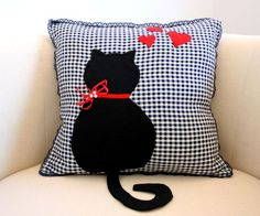 cat cushion - idea only Sewing Pillows, Diy Pillows, Decorative Pillows, Cushions, Throw Pillows, Sewing Curtains, Cat Cushion, Cushion Covers, Duvet Covers