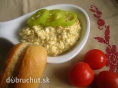 Fotorecept: Vajíčkovo-syrová nátierka -  Suroviny..  Vajíčka uvaríme na tvrdo 12 minút. Do misky dáme maslo, syr, horčicu a žltky, dobre...
