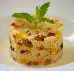 Cusús con frutas de verano y salsa ligera de hierbabuena