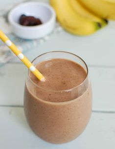 Banana Date Smoothie is creamy and rich. You will think this healthy smoothie is a treat. Smoothie Recipes For Kids, Shake Recipes, Fruit Recipes, Healthy Smoothies, Healthy Snacks, Healthy Eats, Date Smoothie, Plant Based Protein Powder, Eat The Rainbow