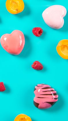 Make someone's day extra shiny with this mirror glazed raspberry mousse heart filled with apricot preserve. Mirror Glaze Recipe, Mirror Glaze Cake, Dessert Drinks, Fun Desserts, Dessert Recipes, Cute Food, Yummy Food, Tastemade Recipes, Tasty Videos