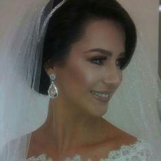 Nossa noivinha linda com brincos de cristal com rodio! #noivas #noivasmb #mairabumachar #bride #bridecollection
