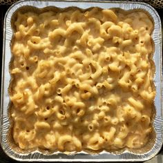 Smoked Mac and Cheese--Every good BBQ needs some good sides. This mac and cheese is unreal and you can add in any toppings you want! {cutsandcrumbles.com} #smokedmacandcheese #macandcheese #grill #grilling #bbq #barbecue #cookout #superbowlfood #pasta #theBBQbrothers #cutsandcrumbles Smoked Mac N Cheese Recipe, Grilled Mac And Cheese, Cheese Recipes, Smoked Cheese, Mac Cheese, Milk Recipes, Pasta Recipes, Grilled Meat, Yummy Recipes