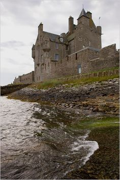 Royal Living for Sale: Ackergill Tower, a historic estate dating to 1476, is on Sinclair's Bay in the northeast corner of the Scottish Highlands. It was expanded significantly around 1850. The castle was fully modernized in 1986, with a new central heating system, updated wiring, new bathrooms and a slate roof.