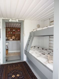 Scandinavian Cottage, Modern Cottage, Cottage Living, Built In Bunkbeds, Sauna Design, Small Space Design, Weekend House, Cottage Interiors, Home Bedroom