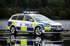 VW_Passat_Swedish_Police_Car_001.jpg (3543×2362)