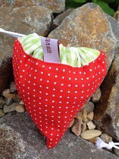 """Auch wenn die Erdbeerzeit so langsam zu Ende geht, wollte ich Euch die Anleitung für einen """"Erdbeer-Einkaufsbeutel"""" nicht länger vorenthalte..."""