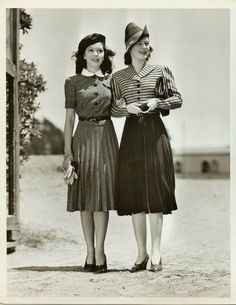 Chic, pretty girle, 1940s. Such a jaunty hat! Man I wish we still dressed like that... Skinny jeans and sneakers? Pfft.