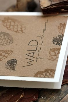 der kleine klecks Waldzauber No. 1 Charlie & Paulchen  Waldzauber Tannenzapfen Fichtenzapfen Kiefernzapfen Kraftpapier, Öse, Bast
