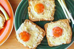 Látványos reggeli pillanatok alatt: remegősre sül a tojás a kenyér közepén - Receptek | Sóbors Eggs, Drink, Breakfast, Food, Morning Coffee, Beverage, Essen, Egg, Meals
