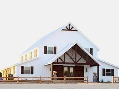 Easy barndominium floor plans are great for rural landowners who wish to design their own barndominium home. Popular Ideas The Barndominium Floor Plans & Cost to Build It Rustic Barn Homes, Metal Barn Homes, Pole Barn Homes, Pole Barns, Barn Homes Floor Plans, Pole Barn House Plans, Barndominium Floor Plans, Barn Home Plans, Garage Plans