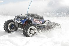 E-Maxx: 1/10 Scale Electric 4WD Monster Truck with TQi Traxxas Link Enabled 2.4GHz Radio System   Traxxas
