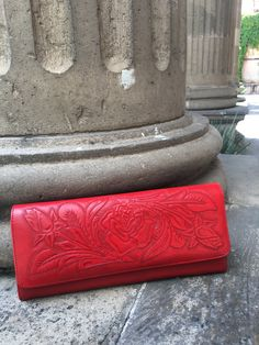 Tooled leather clutch @mexichiccrafts Tooled Leather Purse, Leather Tooling, Leather Clutch, Leather Purses, Tools, Instruments, Appliance, Leather Handbags, Vehicles