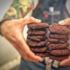 """Cookies """"brownie"""" sin azúcar y sin gluten Vegan Sweets, Vegan Desserts, Healthy Desserts, Cookies Receta, Brownie Cookies, Real Food Recipes, Vegan Recipes, Yummy Food, Toddler Meals"""