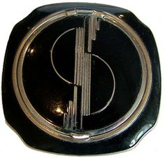 Simply Stunning Art Deco 1930's compact. The casing is the most iconic geometric decoration you could expect from the Art Deco era. Purhcased in New York, but unmarked with any makers name.