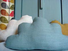 Petit+nuage+en+lin+bleu+céladon,+à+poser+ou+à+suspendre+:+Accessoires+de+maison+par+le-bazar-creations