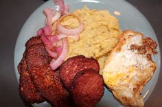 how to make Dominican mangu(mashed green plantains) come hacer mangu Dominicano