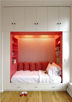 Space-Saving - Built-in Bed/Nook surrounded by Storage. Small Space Bedroom, Small Bedroom Designs, Small Spaces, Home Bedroom, Bedroom Decor, Bedroom Nook, Teen Bedroom, Bedroom Furniture, Closet Bed Nook
