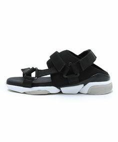 ORPHIC(オルフィック)の「CG サンダル WHT(シューズ)」です。このアイテム着用のコーディネートをチェックすることもできます。 Trendy Sandals, Men Sandals, Sport Sandals, Trendy Shoes, Flip Flop Sandals, Flip Flops, Women's Shoes, Shoe Boots, Cool Trainers
