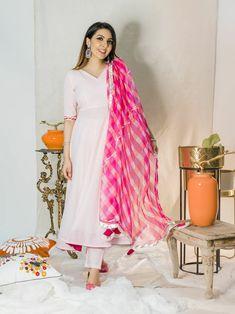 Casual Indian Fashion, Indian Fashion Dresses, Indian Designer Outfits, Indian Outfits, Western Outfits, Simple Kurti Designs, Kurta Designs Women, Salwar Designs, Simple Indian Suits
