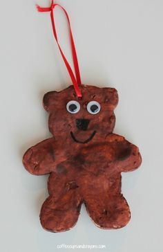 The kids and I love to make homemade ornaments! One of our favorite Christmas books is Bear Stay Up for Christmas by Karma Wilson so it was fitting to make a bear Christmas ornament to go along with the story!