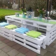 White pallet patio table set