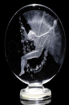 Lalique Figurine Se Balancant Seal – Verre et de vitrailes Lalique Perfume Bottle, Vintage Perfume Bottles, Lalique Jewelry, Bijoux Art Nouveau, Glass Engraving, Antique Glass, Glass Ornaments, Sculpture Art, Glass Art