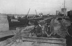 Fishermen preparing their nets, Smederevo 1937