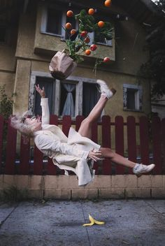 Mike Dempsey creates gravity-defying photographs. More on ignant.de...