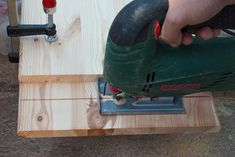 How to cut wood straight with a saw