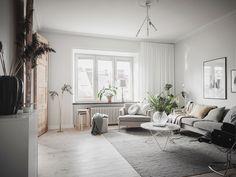 Binnenkijken in sfeervol appartement in Göteborg - Rinske interieurstyling Entryway Bench, Ramen, Furniture, Home Decor, Entry Bench, Hall Bench, Decoration Home, Room Decor, Home Furnishings