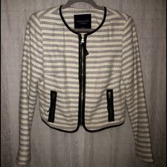 Gorgeous tweed like coat with faux leather detail Like new! American Eagle tweed jacket in cream with shimmer, silver/blue, and black. Has faux leather as the detail on the seams. Size medium, could fit a small large as well. American Eagle Outfitters Jackets & Coats