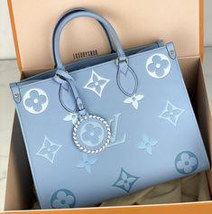 Trendy Purses, Cute Purses, Luxury Purses, Luxury Bags, Vuitton Bag, Louis Vuitton Handbags, Chanel Handbags, Purses And Handbags, Aesthetic Bags