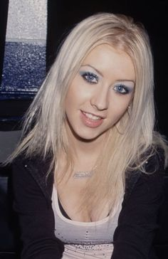11 Beauty Trends From the That Are Back Again - Christina Aguilera - Makeup Trends, Beauty Trends, Makeup Ideas, Beauty Tips, Beauty Care, Hair Trends, 2000s Makeup, Beauty Hacks For Teens, 90s Hairstyles
