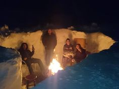Deep snow is really the pits Some P. residents are making the most of all the snow by digging out some unique hangout zones Snow Bar, Beast Friends, Christmas Gifts For Adults, Snow Camping, Winter Fire, Funny Snowman, Snow Theme, Winter Activities For Kids, Prince Edward Island