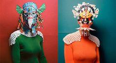 スイスの写真家Marie Rimeさんはチェスやオセロ、チェッカーズなどのパズルのコマを組み合わせ仮面のようなオブジェクトを作り上げ撮影した写真シリーズを制作しました。民族的な装飾や中世の鎧のようなものまでカラフルでエキゾチックな仮面が撮影されています。 プリミティブな芸術作品とに多くのインスピレーションを得ており、中古品店で販売されているボードゲームを購入し、それらを接着しこれらのカラフルな「仮面」を制作しました。        ©Marie Rime   ©Marie Rime  ©Marie Rime       ボードゲームカタログ 201 ボードゲームカタログ 201