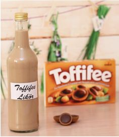 Toffifee liqueur - another, sinful, delicious liqueur from the Thermomix- Toffifee-Likör – ein weiterer, sündiger, leckerer Likör aus dem Thermomix Thermomix Toffifee Liqueur - Cocktail Drinks, Cocktail Recipes, Prosecco Cocktails, Sangria, Drink Recipes, Liqueur, Schnapps, Vegetable Drinks, Healthy Eating Tips