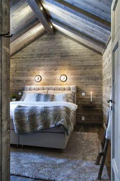 Un chalet à la montagne en Suède - PLANETE DECO a homes world Barn Bedrooms, Pole Barn House Plans, Barndominium Floor Plans, Cottage Interiors, Winter House, Cabin Homes, Bergen, Interior Architecture, Interior Design