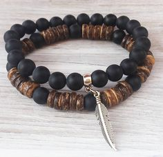 Retrouvez cet article dans ma boutique Etsy https://www.etsy.com/fr/listing/518211433/mens-bracelet-stack-coco-wood-bead