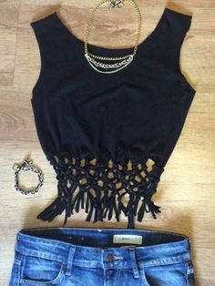 Upcycling: Cooles Crop Top mit Knoten und Fransen