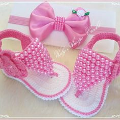 Crochet Baby Shoes With Tiny Rose Flower - Diy Crafts - maallure Crochet Baby Clothes, Crochet Baby Shoes, Crochet Slippers, Baby Doll Shoes, Baby Shoes Pattern, Baby Sewing Projects, Baby Hats Knitting, Baby Boots, Crochet For Kids