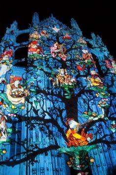 """spectacle de son et lumière """"Beauvais : la cathédrale infinie"""" créé et mis en scène par l'agence Skertzo"""