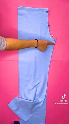 Diy Sewing Projects, Sewing Hacks, Sewing Tutorials, Diy Clothing, Sewing Clothes, Clothes Crafts, Fashion Sewing, Diy Fashion, Diy Clothes Design