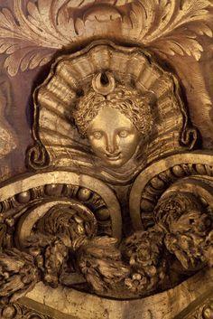 Versailles    (Source: Flickr / rebarros)