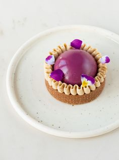 Tartellette castagna, cioccolato e cassis - In Love With Cake Gourmet Desserts, Mini Desserts, Sweets Recipes, French Desserts, Dessert Decoration, Pastry Cake, Sweet Tarts, Creative Food, Baking