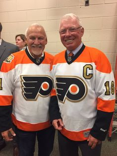 Bernie Parent and Bob Clarke Flyers Players, Flyers Hockey, Hockey Goalie, Hockey Teams, Hockey Players, Ice Hockey, Hockey Stuff, Sports Teams, Hockey Hall Of Fame