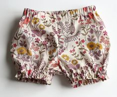 Free pattern by Sewing Mama RaeAnna    Liberty print bloomers | Wolves in London