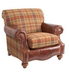 沙發故事:Bassett「鄉村俱樂部」單人沙發,價洽店內 鉚釘裝飾的皮革,傳統的方格子布料,鄉村風格濃郁。